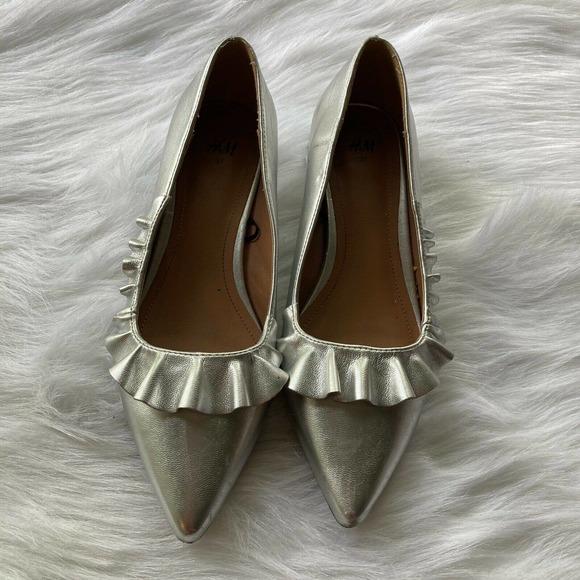 H&M Flats Silver Block Heel Pointed Toe Ruffle Womens Sz 6 Shoes Dressy Trendy
